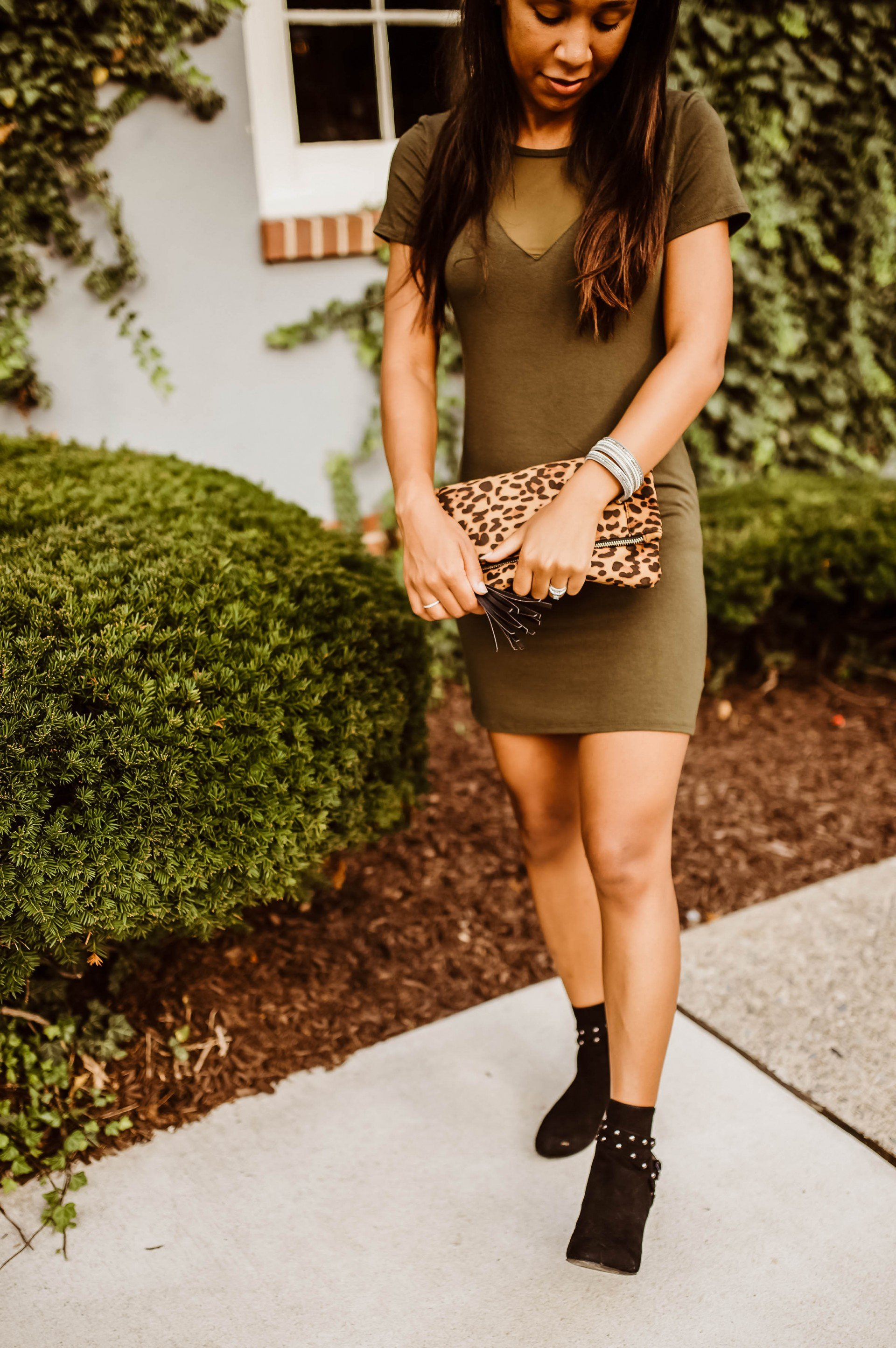 livinglesh how to look taller styling a leopard print clutch