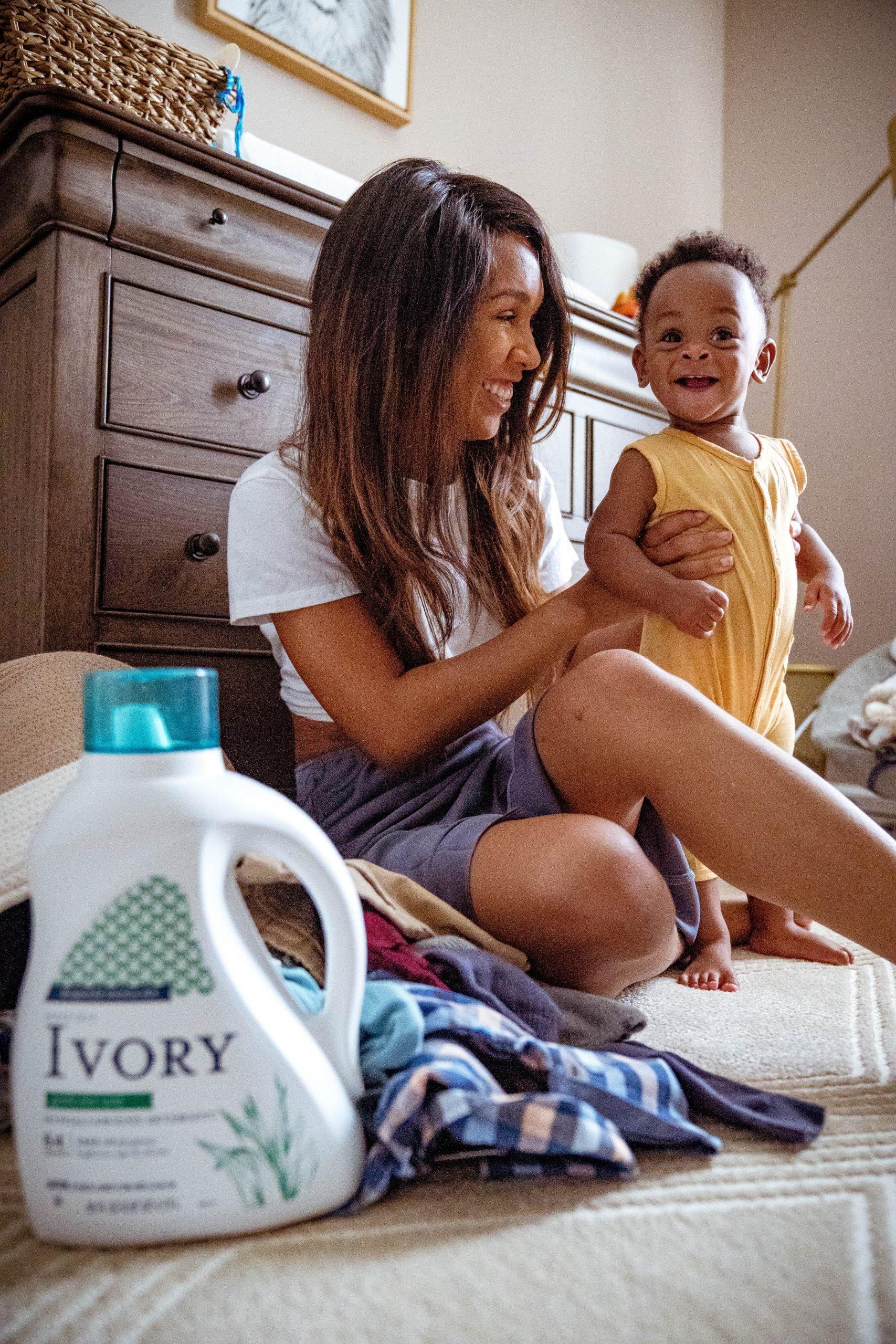 LivingLesh using laundry detergent for new moms