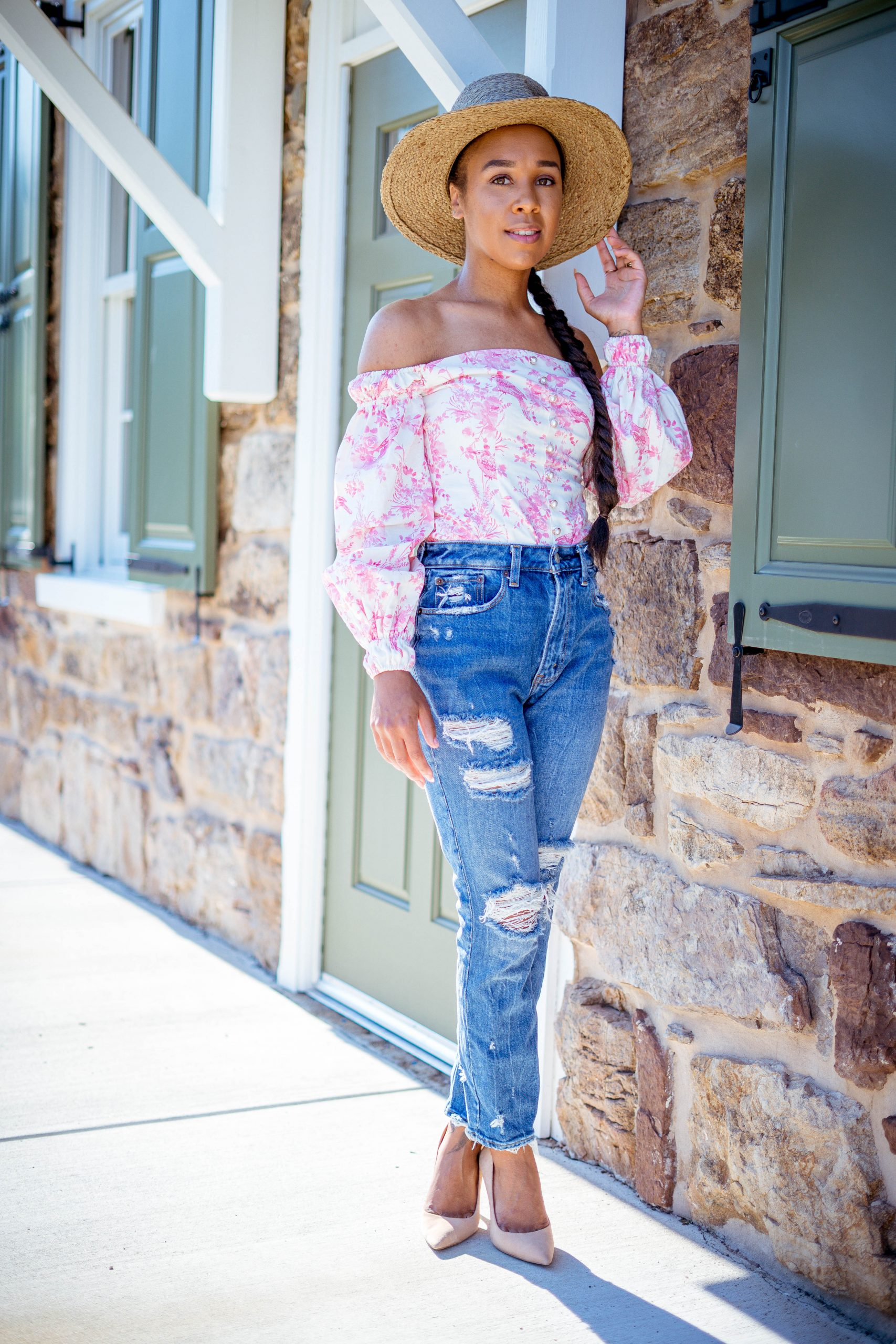 livinglesh wearing abercrombie mom jeans talking affordable online fashion boutiques