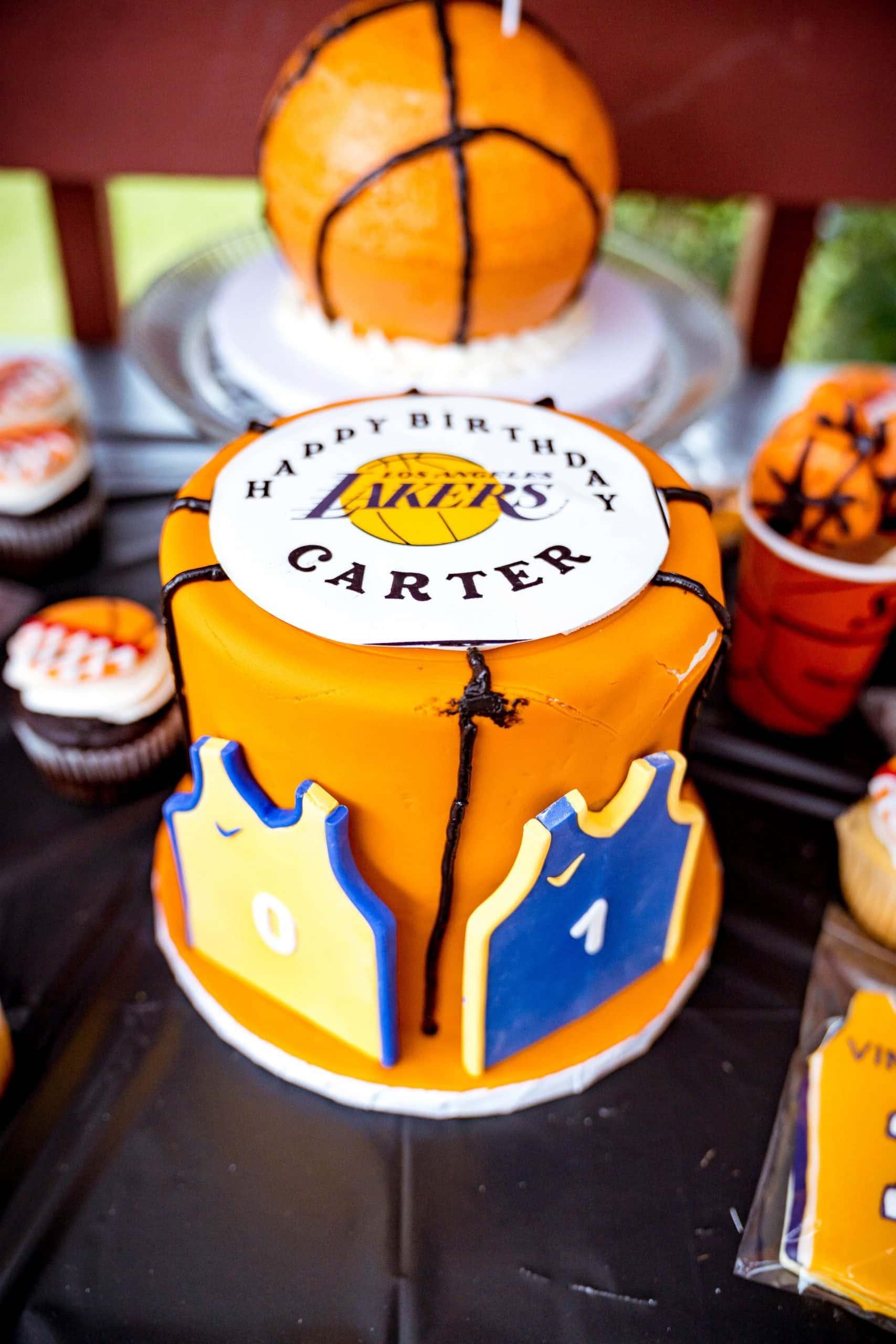 livinglesh basketball birthday cake