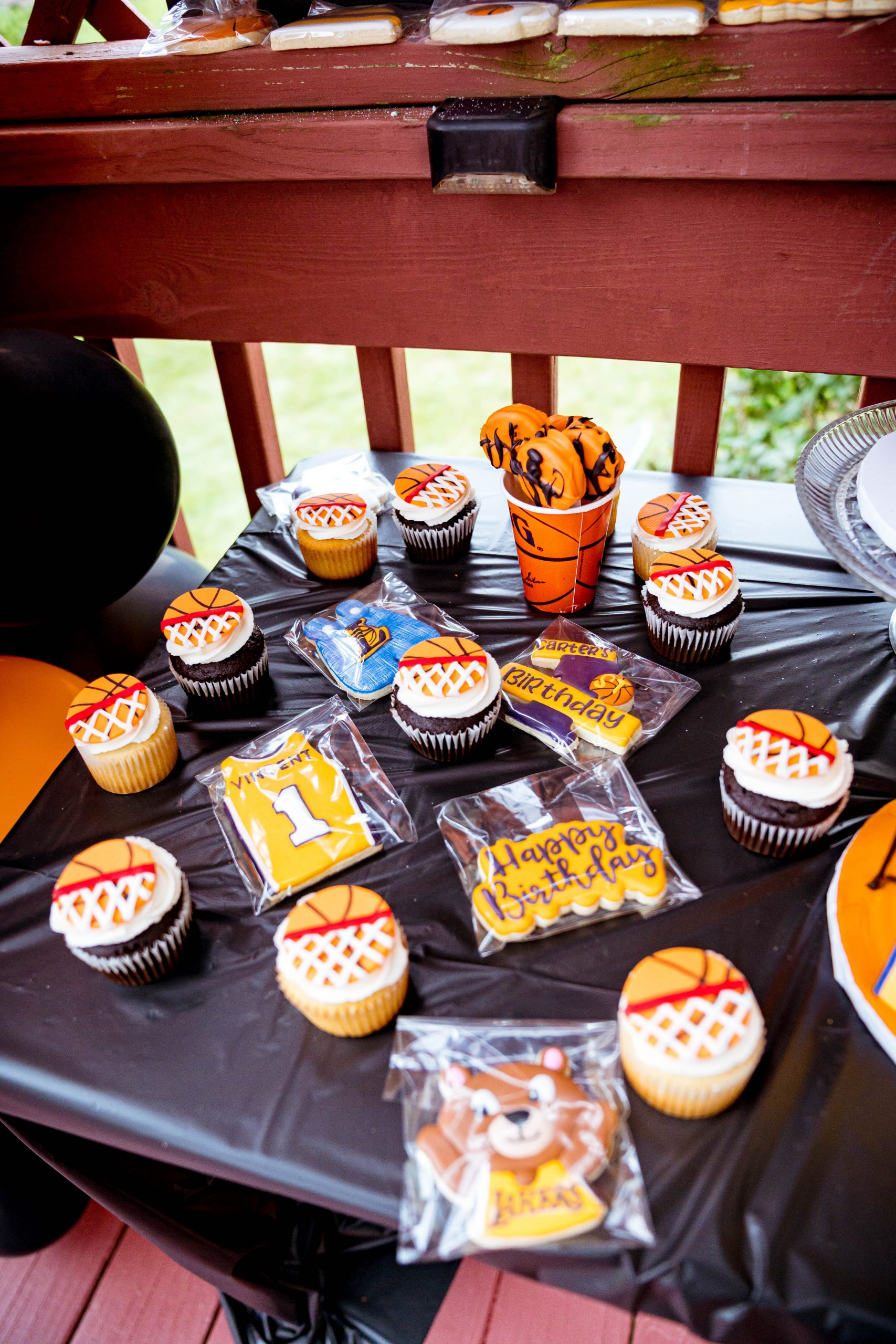 livinglesh basketball birthday party cookies and cupcakes