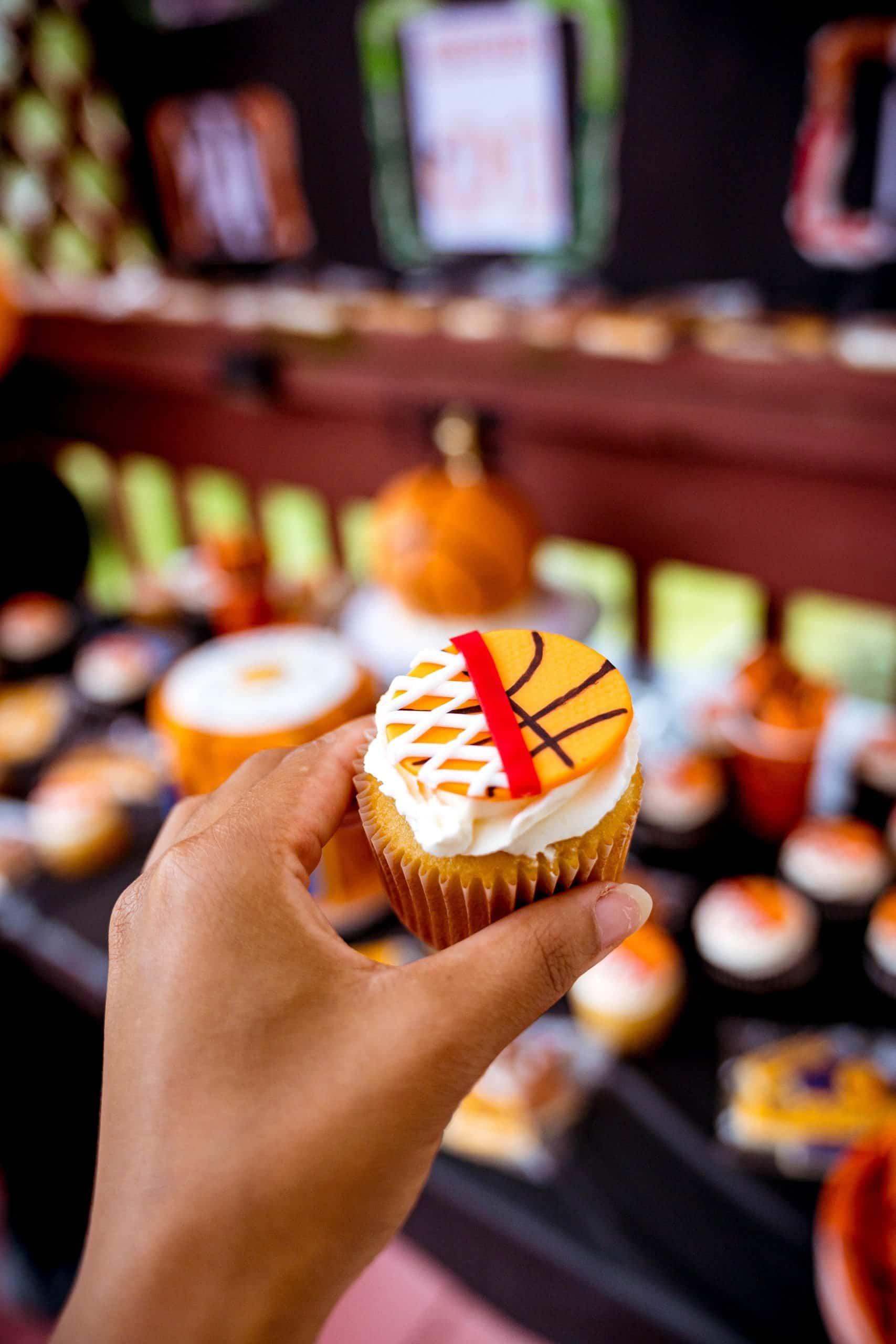livinglesh basketball birthday party cupcakes