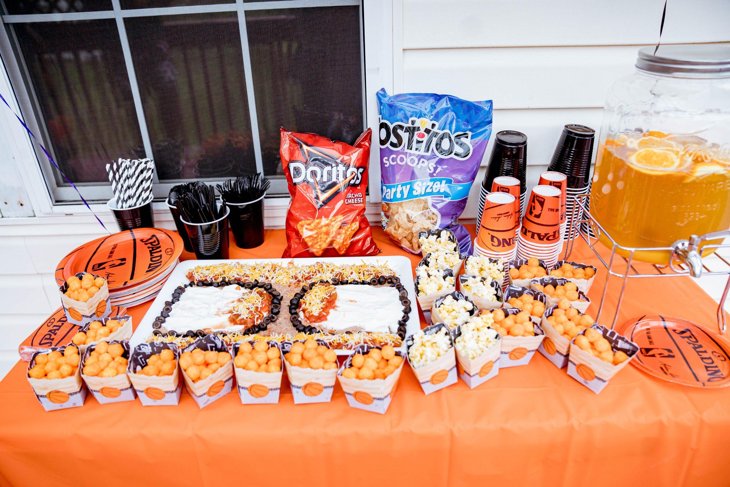 livinglesh basketball birthday party snack table
