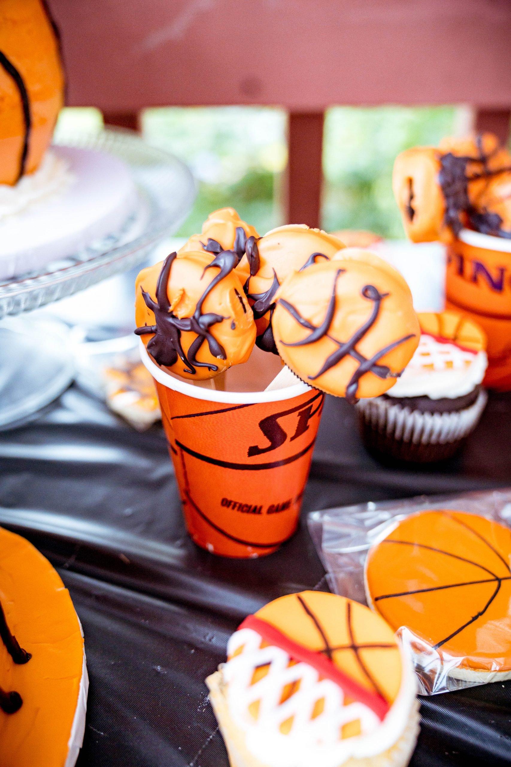 livinglesh basketball oreo cookies