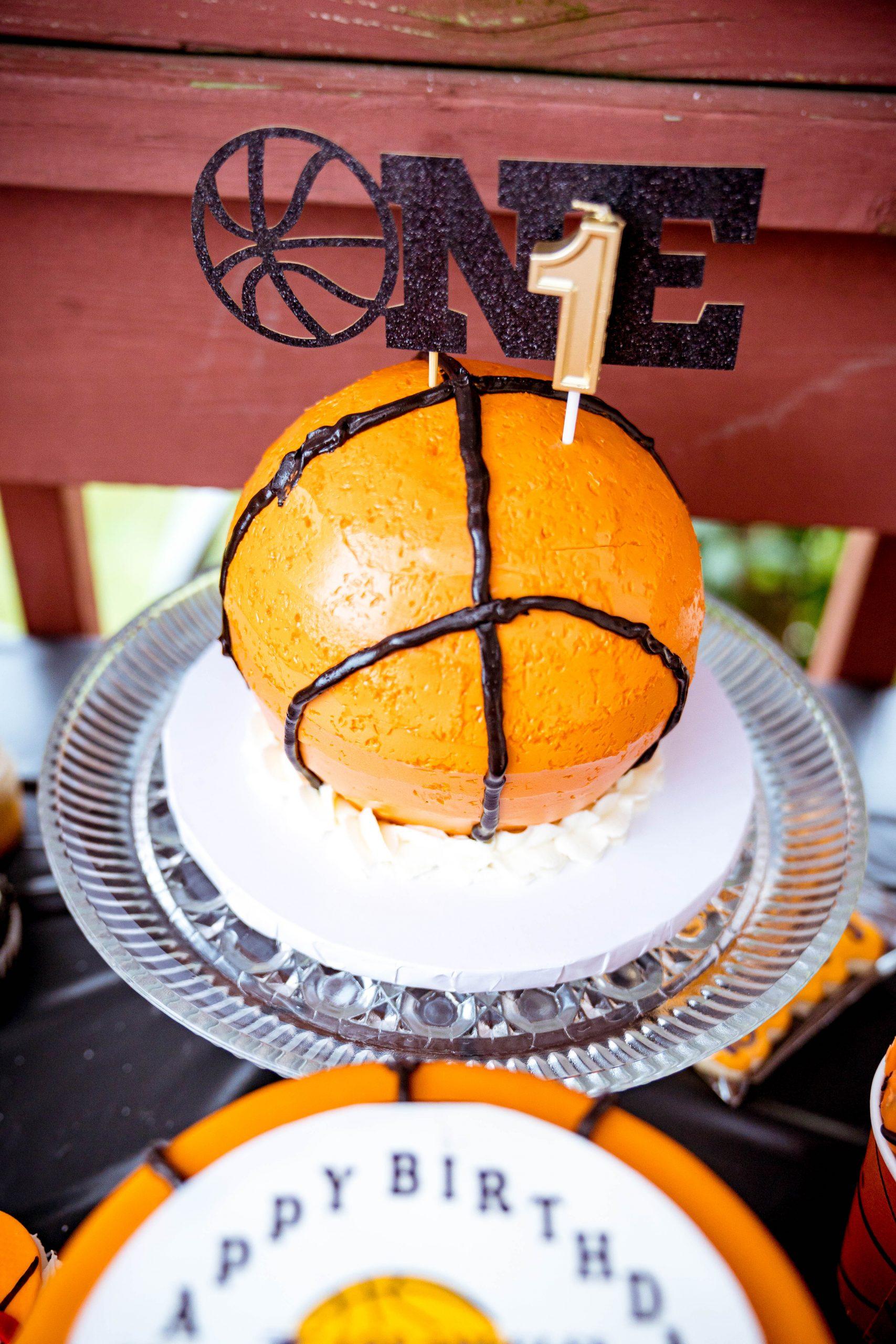 livinglesh basketball smash cake for birthday