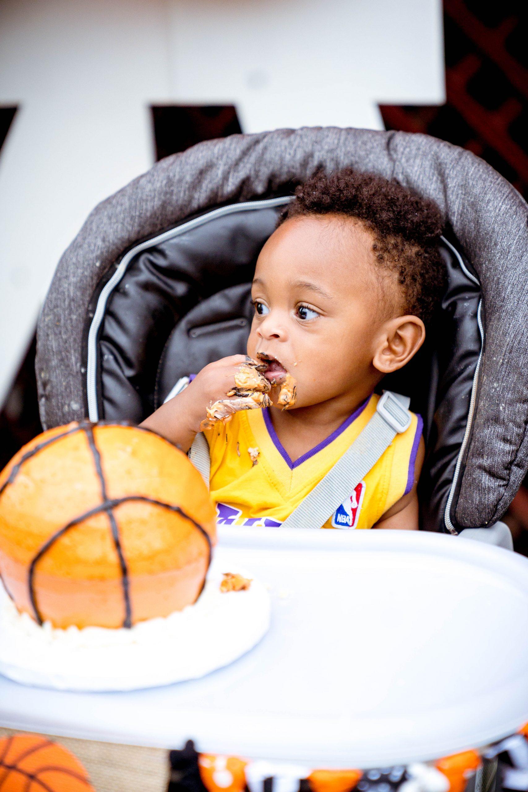 livinglesh basketball smash cake for toddler