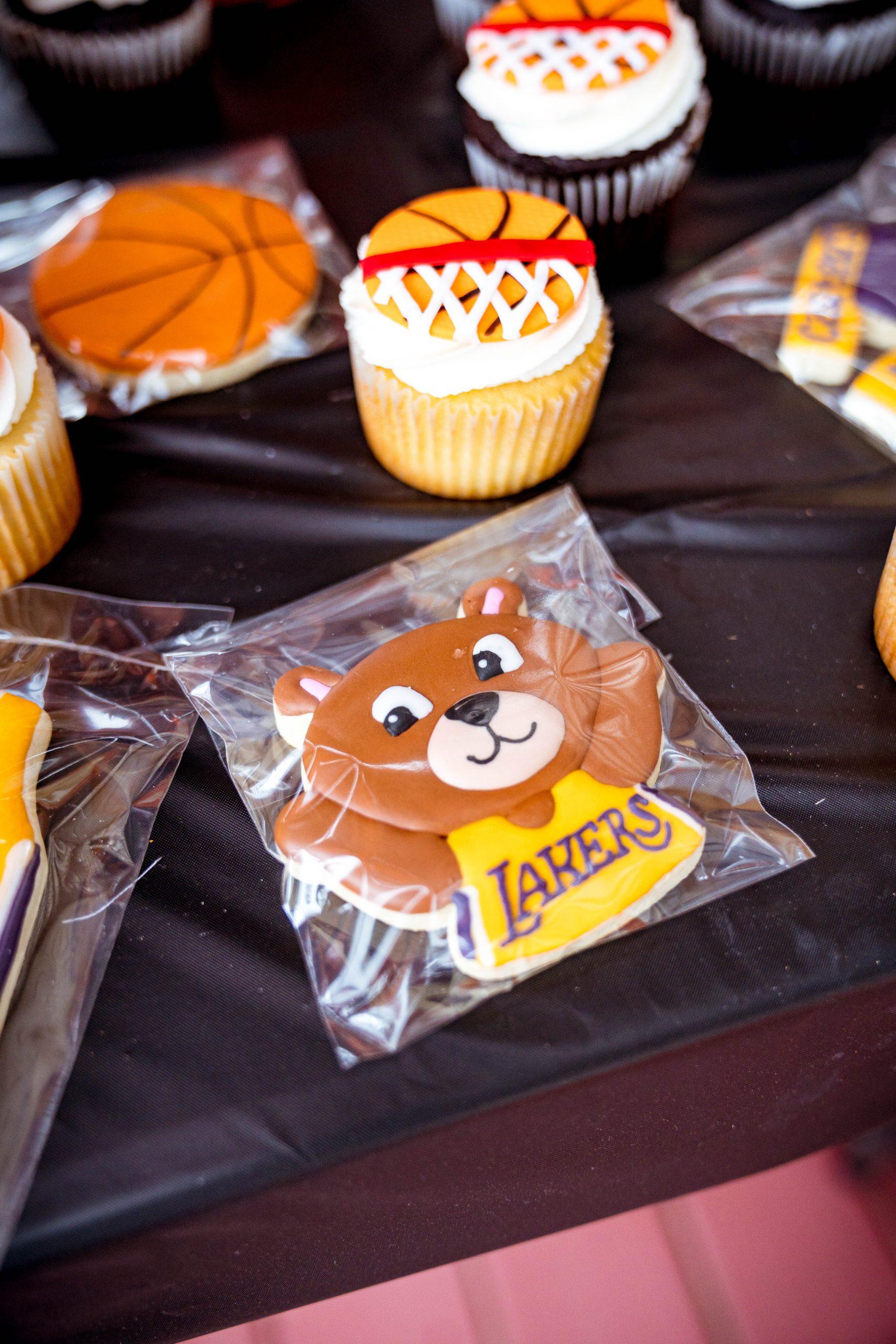livinglesh lakers basketball birthday party cookies