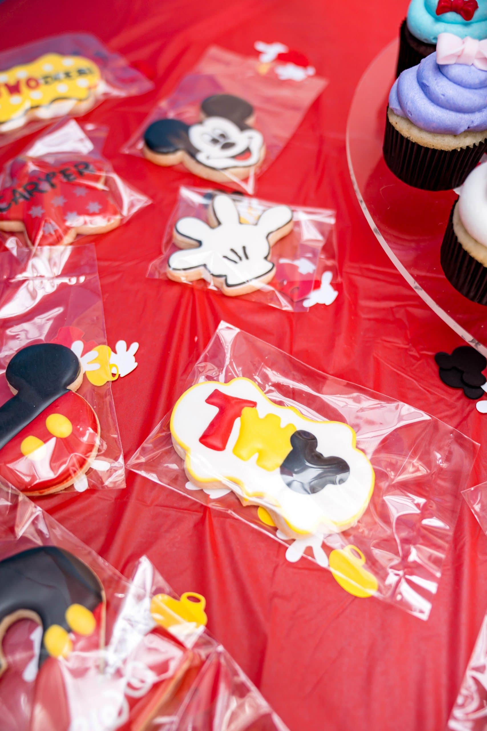 livinglesh mickey mouse birthday party cookies