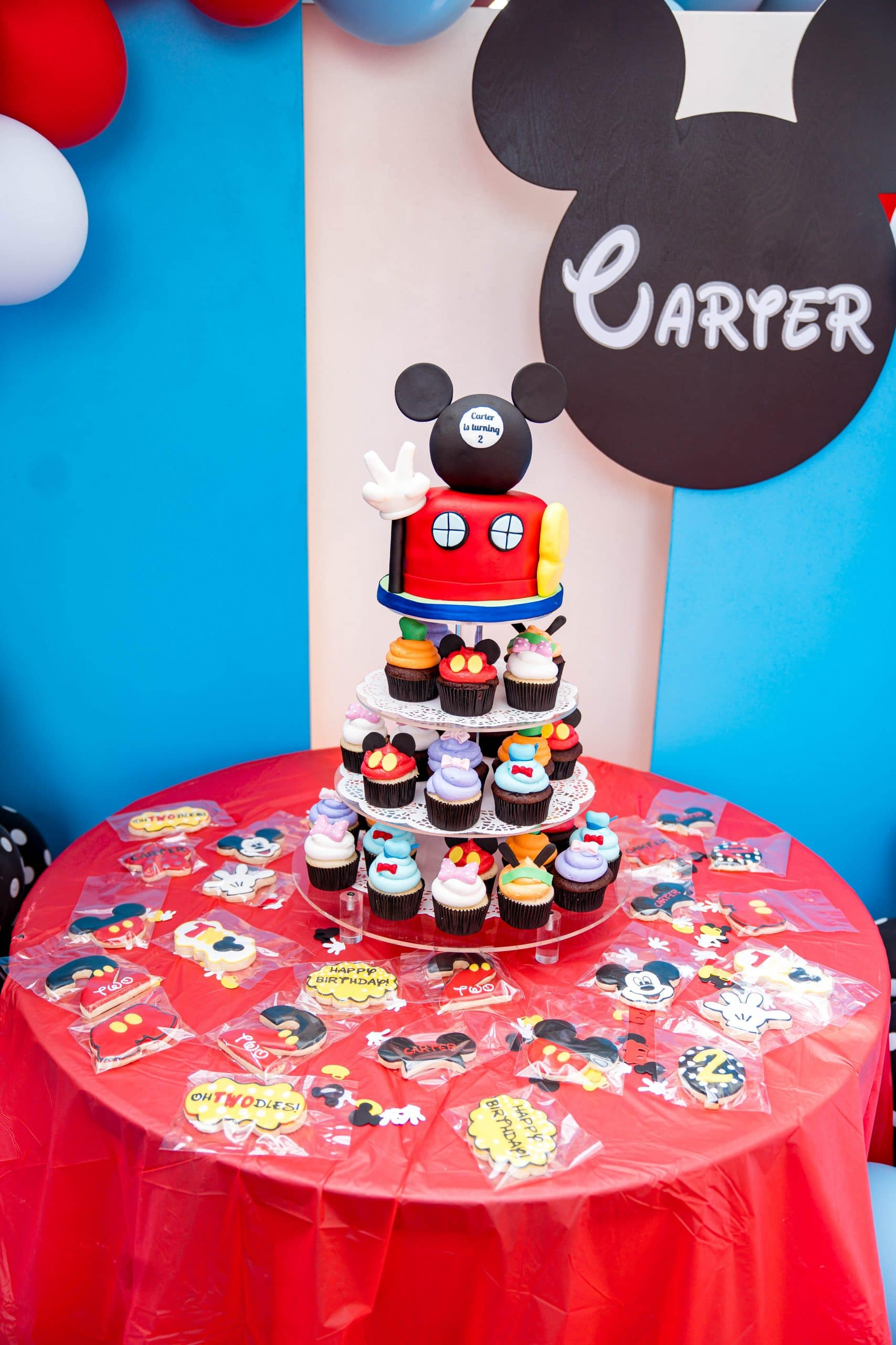 livinglesh mickey mouse birthday party cupcake tower