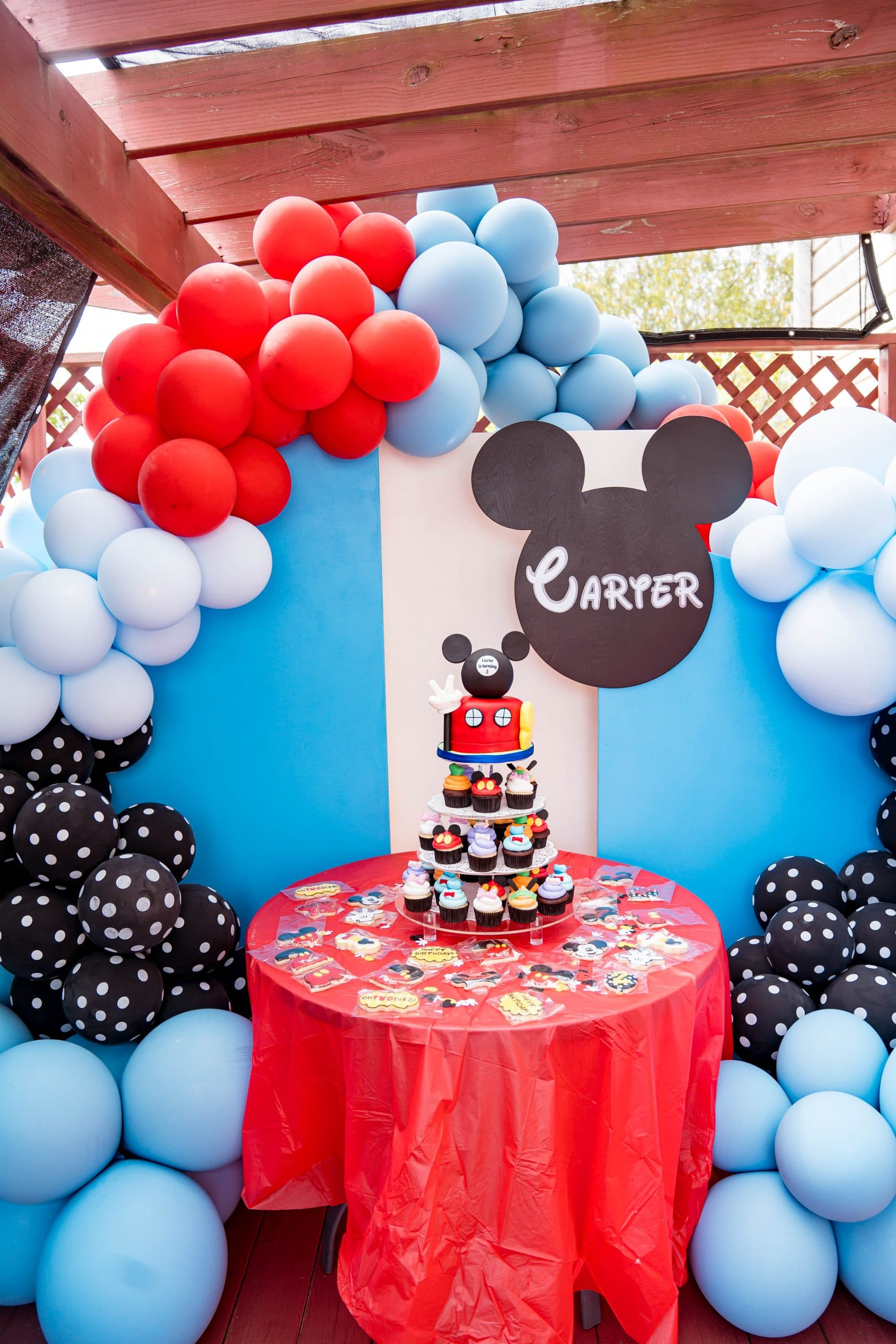 livinglesh Mickey Mouse clubhouse balloon display