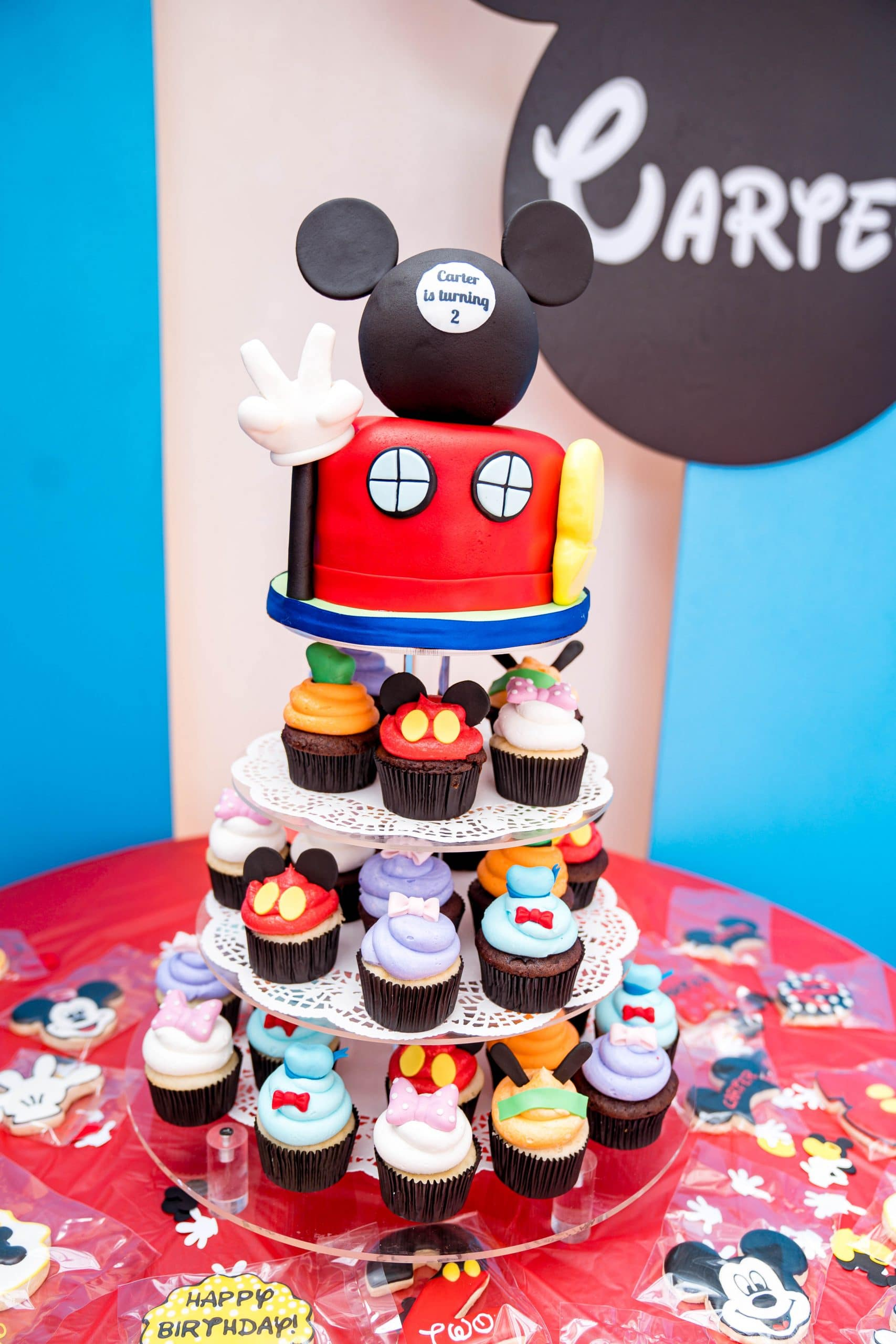 livinglesh mickey mouse clubhouse brithday party cupcakes