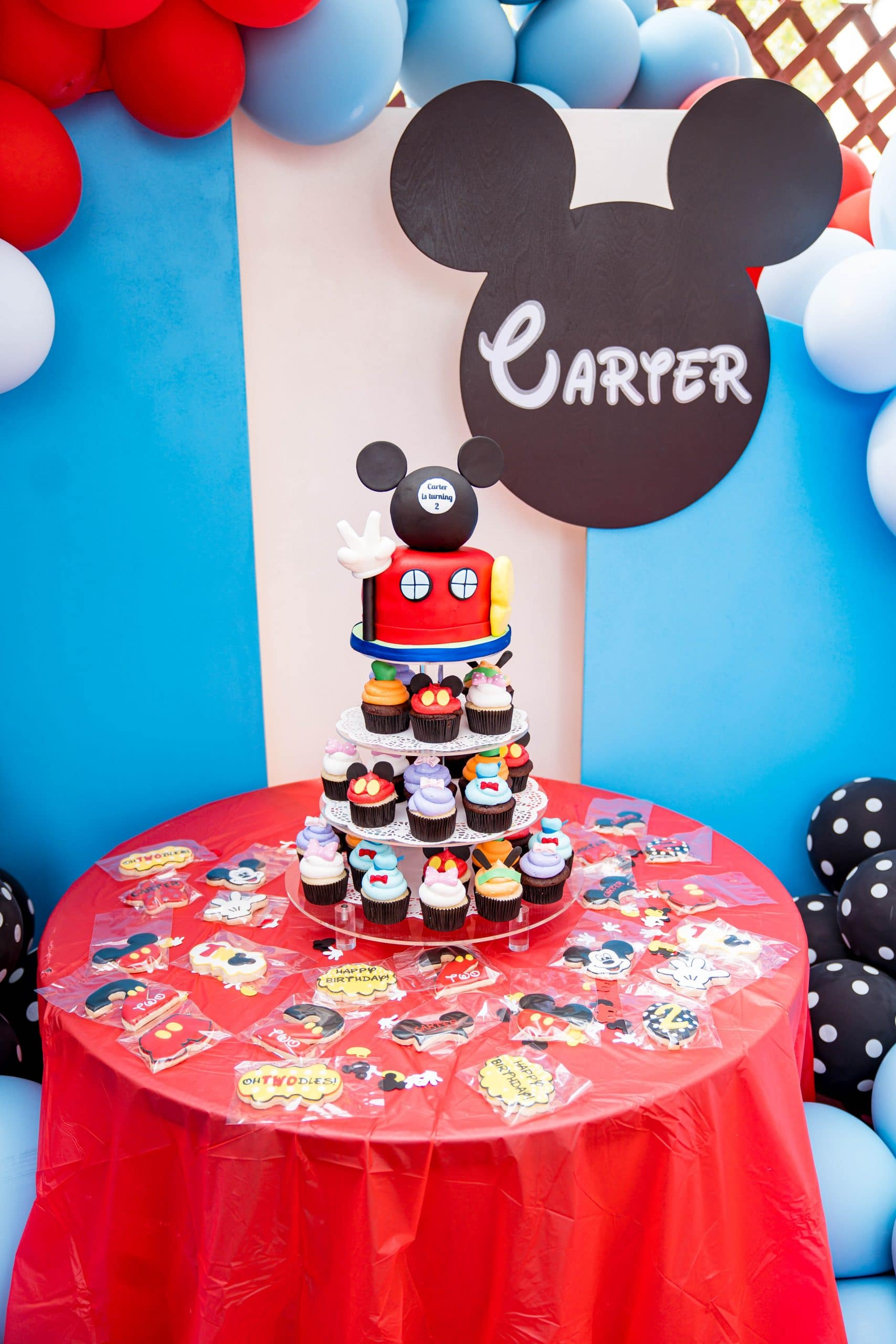 livinglesh mickey mouse clubhouse brithday party dessert table