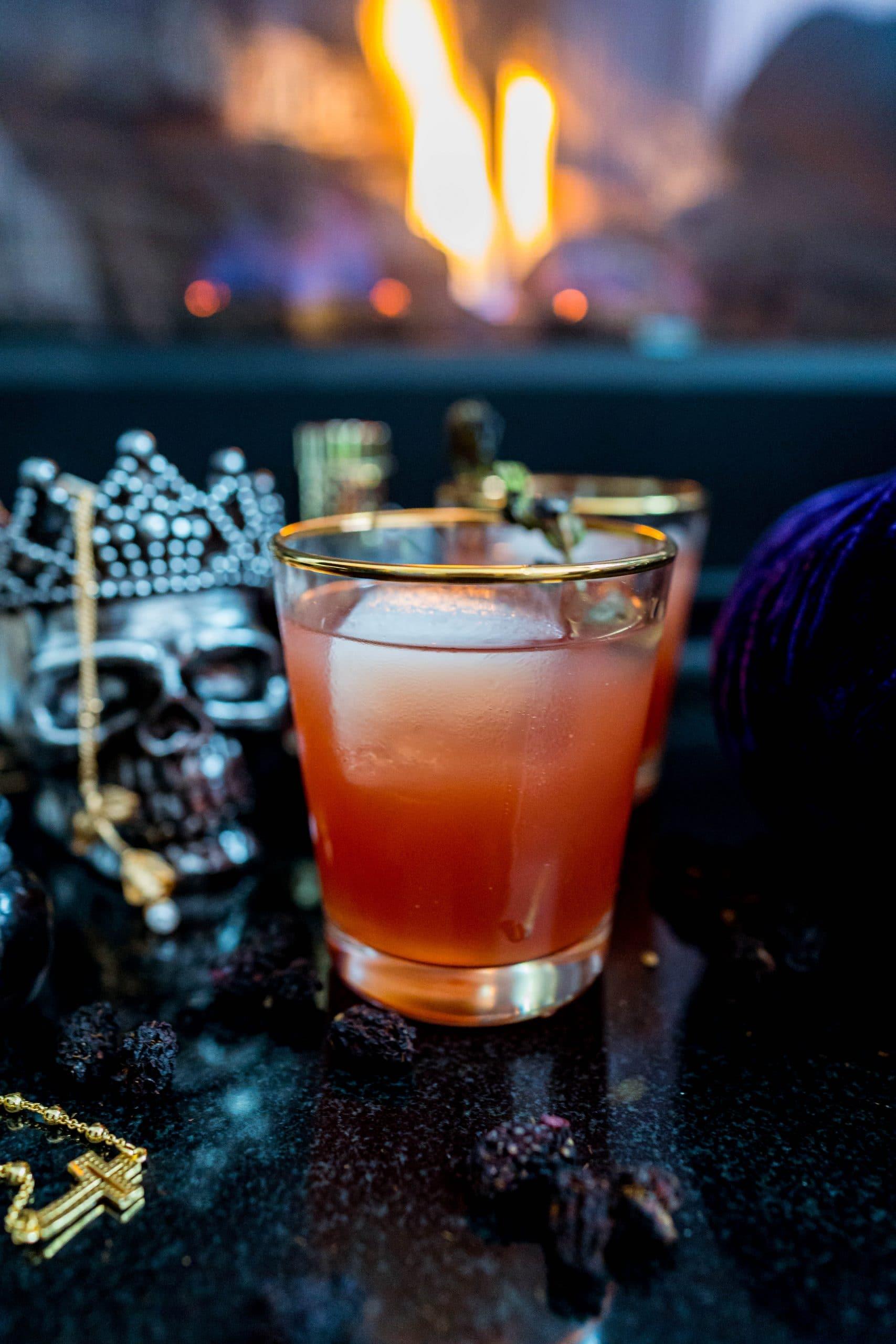 the witch's kiss halloween drink livinglesh