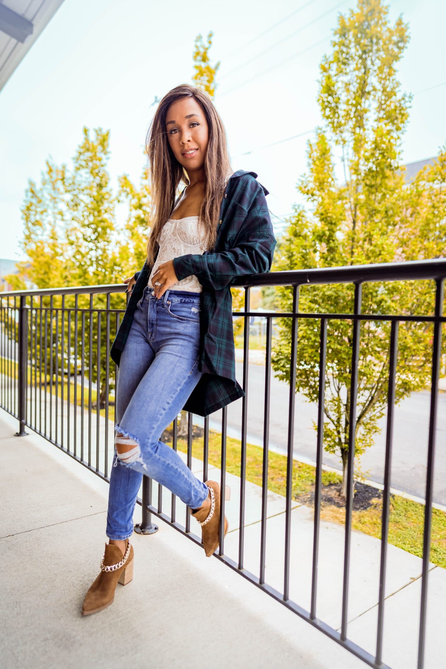 livinglesh tips for styling an oversized flannel top